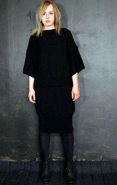 Rhea. Black finnish lambswool. Sanna Hopiavuori