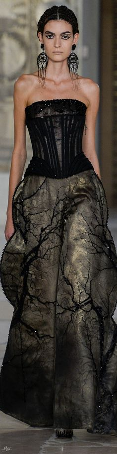 Fall 2018 Haute Couture Guo Pei Fashion 2018, Fashion Art, Vintage Fashion, High Fashion, Couture Fashion, Runway Fashion, Black Wedding Gowns, Guo Pei, Strapless Dress Formal
