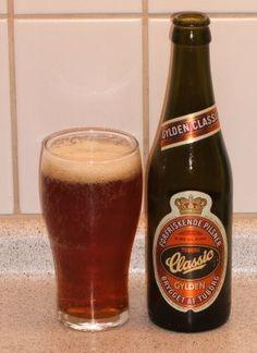 Cerveja Tuborg Classic, estilo Vienna Lager, produzida por Carlsberg, Dinamarca. 4.6% ABV de álcool.