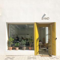 homes interior ideas Cafe Shop Design, Shop Interior Design, Retail Design, Store Design, House Design, Cafe Exterior, Exterior Design, Café Bar, Shop Interiors