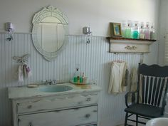 There are many designs that we can choose to apply in redecorating or remodeling our bathroom. Today we are showcasing 20 Beautiful Eclectic Bathroom Decor Ideas That Will Amaze You. Vintage Farmhouse Sink, Farmhouse Bathroom Sink, Craftsman Bathroom, Farmhouse Design, Farmhouse Style, Kitchen Sink, Cottage Style, Eclectic Bathroom, Bathroom Styling