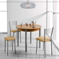 Conjunto de mesa y sillas.