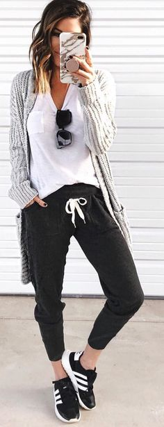 Gorgeous Winter Outfits To Wear ASAP - Herren- und Damenmode - Kleidung Look Fashion, Autumn Fashion, Fashion Outfits, Womens Fashion, Fashion Black, Fashion Clothes, Sporty Clothes, Comfy Clothes, Casual Clothes