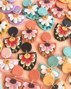 Diy Earrings Polymer Clay, Polymer Clay Flowers, Polymer Clay Crafts, Handmade Polymer Clay, Handmade Beads, Bijoux Diy, Clay Beads, Clay Creations, Jewelry Crafts