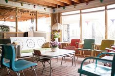 Love the Russel Wright folding chairs.