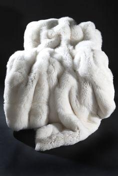 Natural white fox blanket for decoration on the bed. White Throw Blanket, Fur Blanket, Fur Throw, Merino Wool Blanket, Fur Comforter, Fluffy Blankets, Throw Blankets, Fur Rug, Fur Pillow
