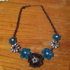 Beautiful Blue Flower Rhinestone Necklace Very cute and trendy flower necklace. Gorgeous piece! Jewelry Necklaces
