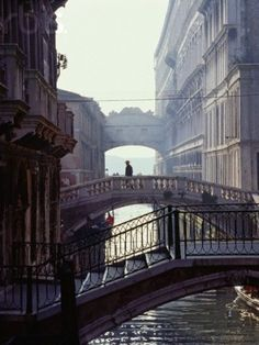 Venice, Italy: the bridge is Ponte dei Sospiri (The Bridge of Sighs). Places Around The World, Oh The Places You'll Go, Places To Travel, Places To Visit, Around The Worlds, Dream Vacations, Vacation Spots, Croquis Architecture, Beautiful World