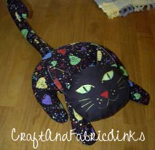 Free pattern for adorable cat bean bag. Use as a toy or door stop. Face can be painted or embroidered.
