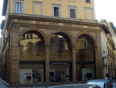 Alberti , Loggia Rucellai, Florence  The Rucellai family will later open - in order to allow a better view of the facade - a small piazza with a loggia, a little new piazza which gave more visibility to the facade.