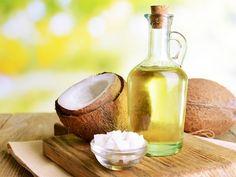 Prenez 2 cuillères à soupe d'huile de noix de coco et faites comme s'il s'agissait d'un rince-bouche. Vous aurez peut-être l'impression que cette huile dans votre bouche vous gêne lors de vos premières utilisations, mais les résultats en valent clairement la peine! Autres bénéfices de l'huile de coco sur la santé de votre bouche: Le site Diply.com avance également que l'huile de coco pourrait réduire le risque de gingivite, de vous débarasser de la mauvaise haleine, et , le meilleur de tous…