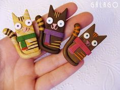 polymer clay cats with scarves by Gálago