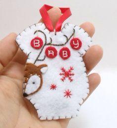 diy baby first christmas ornament Felt Christmas Decorations, Baby First Christmas Ornament, Baby Ornaments, Felt Christmas Ornaments, Ornament Crafts, Babies First Christmas, Baby Crafts, Felt Crafts, Holiday Crafts