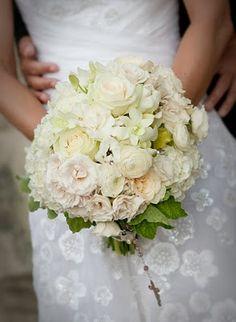 Las gardenias son flores suaves y blancas nativas de China que fueron introducidas en Europa en el año 1763. Florecen durante los meses de mayo a septiembre y son el símbolo de la gracia femenina, la sutileza y el mérito artístico.