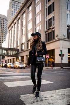 Cap Outfits For Women, Outfits With Hats, Mode Outfits, Chic Outfits, Winter Outfits, Fashion Outfits, Clothes For Women, Caps For Women, Balmain Blazer Outfits