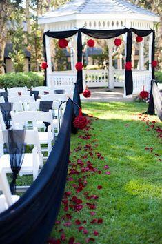 outdoor wedding, black amd red