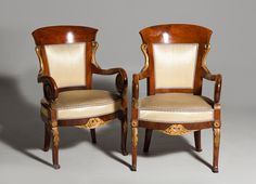 """Importante pareja de sillones fernandinos en caoba y madera dorada. En el bastidor estampillado a fuego """"SG"""" bajo corona ducal para el infante Sebastián Gabriel de Borbón y Braganza."""