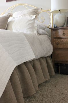 Hometalk :: How to Make a Burlap Bed Skirt  http://www.hometalk.com/3145120/how-to-make-a-burlap-bed-skirt?se=fol_new&tk=35rj7f&position_type=posts_follow&position_num=2
