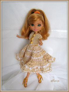 Blog o Barbie Fashionistas firmy Mattel, próbach tworzenia dla nich ubrań oraz o sztuce fotografii: Ewo, szalej z nami dalej!