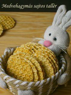 Medvehagymás sajtos tallér Dinosaur Stuffed Animal, Food And Drink, Cookies, Cake, Fun, Gastronomia, Crack Crackers, Food Cakes, Cookie Recipes