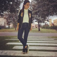Lindo jueves 😊 #ootd #outfit #outfitoftheday #look #lookdeldia #lookoftheday #moda #fashion #instamoda #instafashion #bomber #bomberjacket  via ✨ @padgram ✨(http://dl.padgram.com)