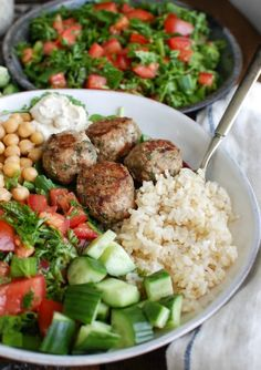 Mediterranean Baked Turkey Meatballs are turkey meatballs mixed with the warm, rich spices of cumin, cinnamon, allspice and cayenne pepper. These meatballs are lean and baked to create a healthy meal option. Pair these with fresh Mediterranean ingredients Healthy Desayunos, Healthy Food Options, Healthy Eating, Healthy Recipes, Healthy Meals For Dinner, Summer Healthy Meals, Healthy Meals With Chicken, Meal Ideas For Dinner, Lean Recipes