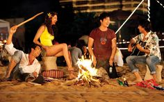 Party with friends | Four friends doing bornfire party (59493) size:1280x800