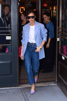 Victoria Beckham iti arata ca exista tinute cu blugi ready for business