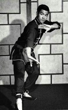 Bruce Lee practising Jeet Kune Do. Brandon Lee, Kung Fu, Bruce Lee Martial Arts, Mixed Martial Arts, Wing Chun, Bruce Lee Frases, Bruce Lee Family, Ben Bruce, Bruce Lee Photos