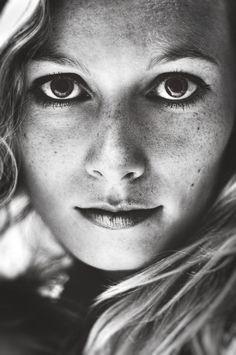 Stunning black and white portrait photography by German photographer Malte Pietschmann www.goachi.com