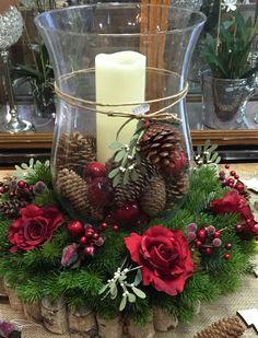 Christmas Candle Decorations, Christmas Flower Arrangements, Christmas Flowers, Christmas Candles, Simple Christmas, Christmas Diy, Christmas Wreaths, Preschool Christmas, Christmas Things