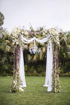 vintage wedding arch decor / www.deerpearlflow...