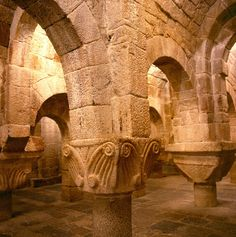 Navarra, patrimonio histórico, artístico y cultural que impresiona a propios y extraños. (Monasterio de Leyre) --> http://www.turismo.navarra.es/esp/organice-viaje/recurso/Patrimonio/3152/Monasterio-de-San-Salvador-de-Leyre.htm
