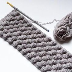 Le point noisettes au crochet Tuto: The hazelnut stitch.Le point noisettes au crochet, tutorial in French by petite sitelle.Hazelnut stitch - corinne ragueneau - - Le point noisettes au crochet Here& how to make the hooked hazelnut stitch. Crochet Stitches Patterns, Knitting Stitches, Stitch Patterns, Knitting Patterns, Knitting Ideas, Crochet Diy, Crochet Crafts, Diy Crafts, Crochet Tutorial