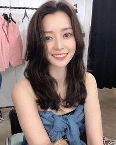 Nara looks like a sunshine 😍😍 Korean Celebrities, Beautiful Celebrities, Kpop Girl Groups, Korean Girl Groups, Kpop Girls, Venus Images, Singer Fashion, Beautiful Girl Image, Girl Bands