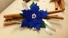 Bastoncini di cannella con stella di Natale blu