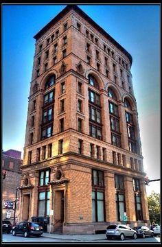 A building in Buffalo, in the hinterland of New York from lelobnu Source by Brick Architecture, Beautiful Architecture, Architecture Details, Historic Architecture, Buffalo City, Buffalo New York, Lofts, Flatiron Building, New York City Apartment