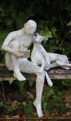 Lorraine Corrigan. On peut s'en inspirer pour recouvrir n'importe quelle statuette de peu d'intérêt pour en faire (presque...) une oeuvre d'art...