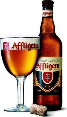 Cerveja Affligem Tripel, estilo Belgian Tripel, produzida por Brouwerij Affligem / De Smedt, Bélgica. 9.5% ABV de álcool.