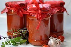 Najlepszy Sos pomidorowy na zimę Polish Recipes, Polish Food, Moscow Mule Mugs, Chutney, Ketchup, Preserves, Juice, Projects To Try, Food And Drink