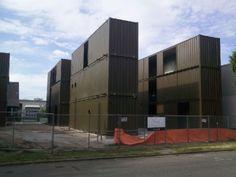 edificios con contenedores « arquitectura y sostenibilidad - via http://bit.ly/epinner