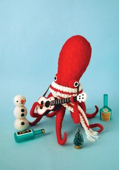 Precioso pulpo de peluche Dress-Up Squid & Octopus by Hine Mizushima, via Art Jouet, Holiday Postcards, Felt Animals, Softies, Ukulele, Doll Toys, Aliens, Needle Felting, Art Dolls
