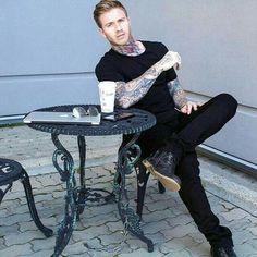 Men Coffee, Coffee Cafe, Hot Guys Tattoos, Ideal Man, Inked Men, Good Looking Men, Man Crush, White Man, Moda Masculina