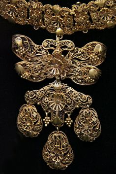 Hungarian, 17th century, Jewellery   Flickr - Photo Sharing!