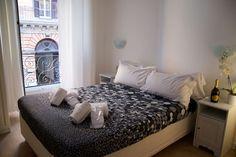 Bed & Breakfast in Roma, Italy. L'appartamento è stato appena ristrutturato. Le camere eleganti e curate nei particolari,si affacciano sulle antiche rovine degli Horti di Sallustio,una delle più imponenti costruzioni imperiali.  Gli ospiti avranno a disposizione una camera con b...