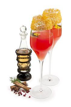 L'elisir d'amore By Javier de las Muelas es la combinación de ingredientes aromáticos como la albahaca y el agua de azahar, dulces como el limoncello o el Aperol, junto con el fresco y elegante cava Cordon Negro de Freixenet.
