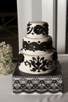 """Black lace"" inspired wedding cake from Andrew & Araceli's intimate, Mexican-inspired Airlie Center wedding in Virginia. By Amber Reinink Photography"