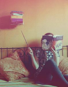 I think I need a picture like this so everyone knows that reading Harry Potter allows you to learn spells and do witchcraft. (Because most people already believe that and are butthurt about these beloved books. Hogwarts, Ravenclaw, Jarry Potter, People Reading, No Muggles, Harry Potter Love, Albus Dumbledore, Mischief Managed, Cultura Pop