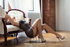 Boudoir Photography tutorial: five top-selling images & quick posing tips Posing women in boudoir portraits is both an art form and a learned skill. Women are by nature sensitive about perceived body flaws. Expert posing aimed at highlighting her favorite features (and downplaying others) can make or break her experience and love of her photos—and ultimately your…