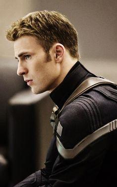"""Captain America: The Winter Soldier"" costume. Chris Evans"